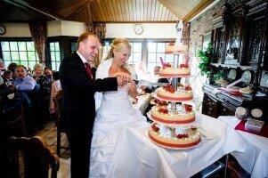 Hochzeit_Jaqueline_Thomas_Anschnitt_der_Torte